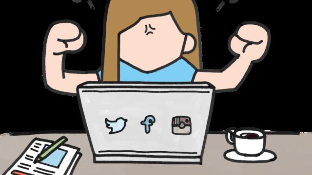 パソコンの前で怒る女性の図