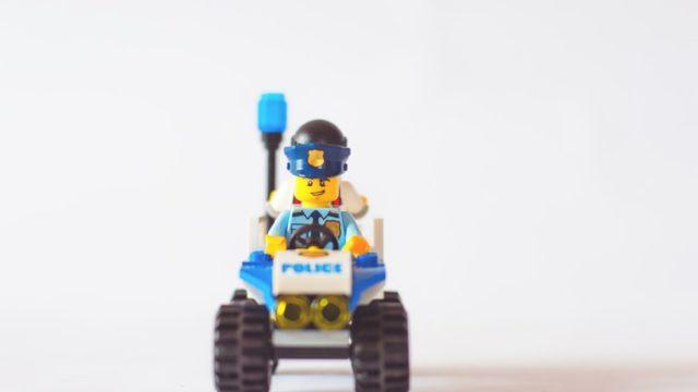 警察を模したおもちゃ
