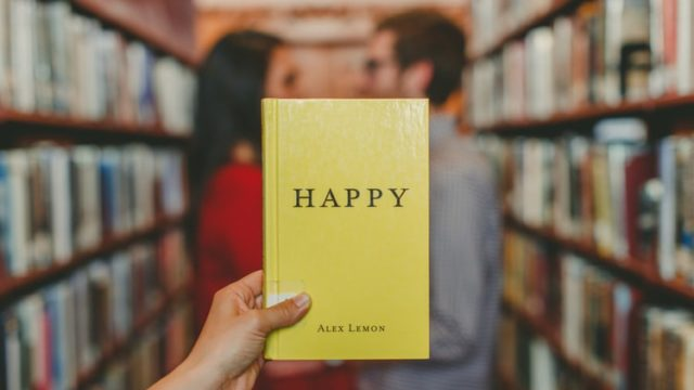 幸せと書かれた本