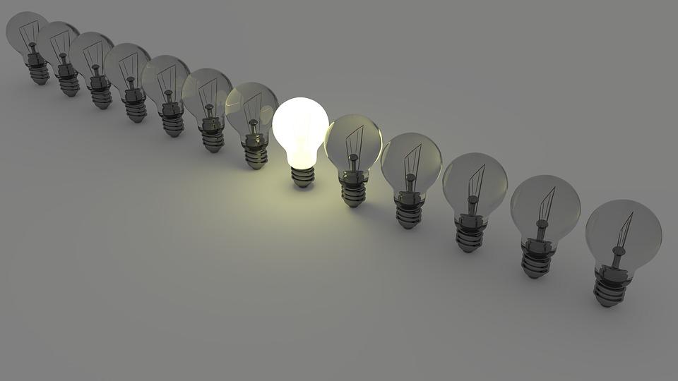 一列に並べられた電球