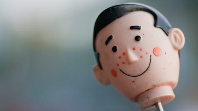 ニキビ顔の男の人形